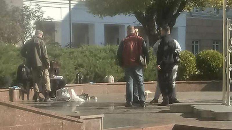 У Вінниці поліція розшукує того, хто підкинув коробку з петардами під монумент «Дерево свободи» (ФОТО)