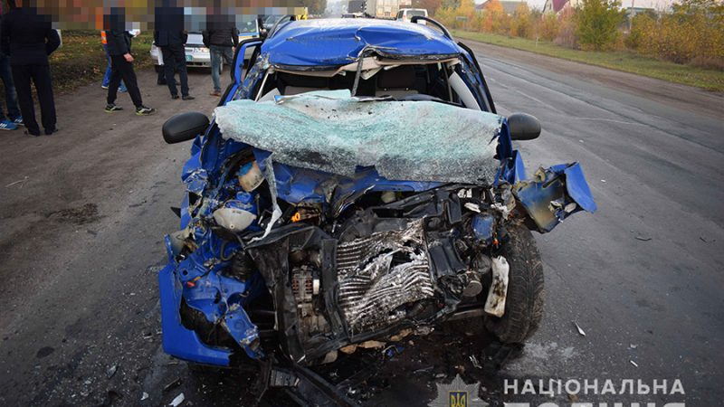 На Вінниччині не розминулись іномарка з вантажівкою. Один з водіїв загинув (ФОТО)