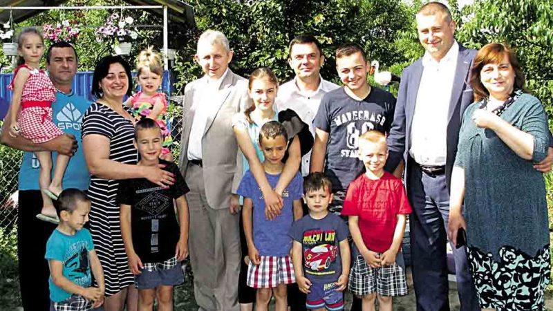 Найбільше дітей в області усиновила родина з Тиврова