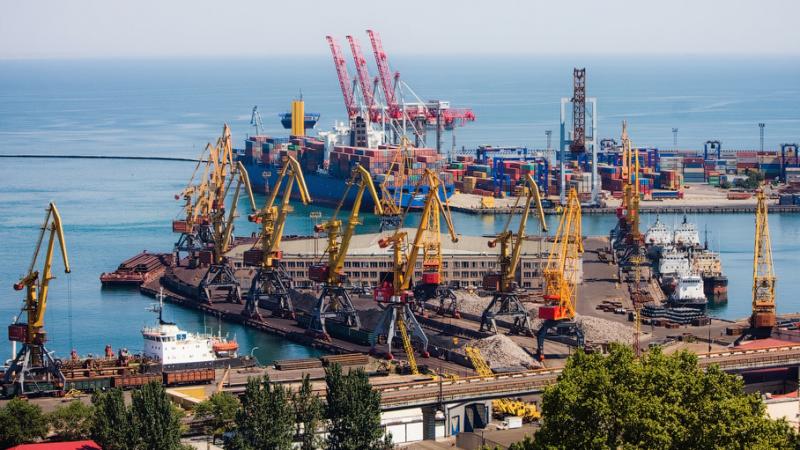 ГПУ та СБУ проводяться обшуки в Одеському морському порту.  Йдеться про фінансову оборудку на 54 млн