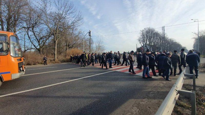 На Вінниччині аграрії перекрили дорогу. Вимагають  зупинити продаж української землі