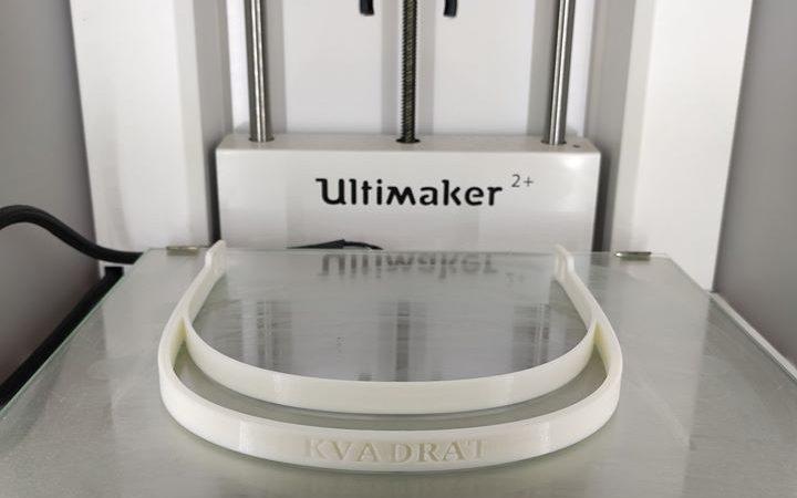 """Вінницький """"Квадрат""""  на 3D-принтері друкуватиме захисні щітки для медиків"""