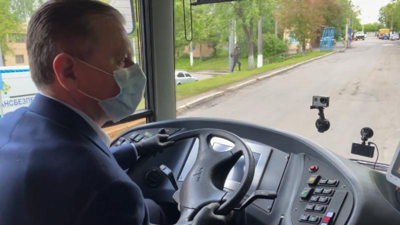Наш мер, рулить: Моргунов за кермом нового тролейбуса