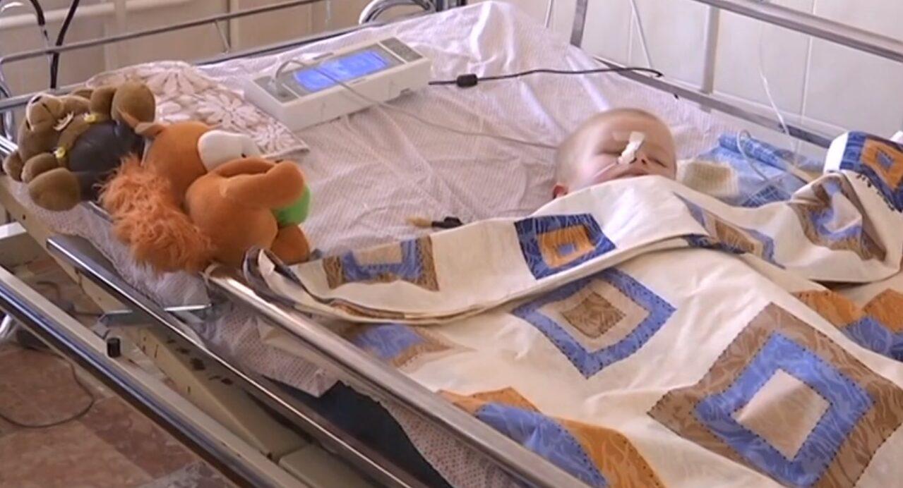 Маленький вінничанин Павлик поборов коронавірус та поступово долає його наслідки