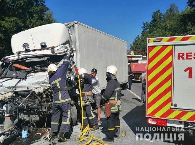 На Вінниччині зіткнулись дві вантажівки