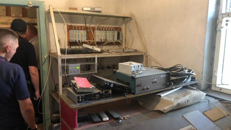 """У Вінниці копи """"накрили"""" компанію, яка роздавала кабельне ТБ незаконно"""