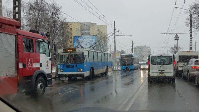 У Вінниці зайнявся тролейбус