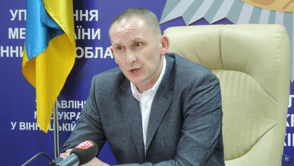 Поновлений у посаді екс-очільник Вінницької поліції не збирається до України, але вимагає компенсацію