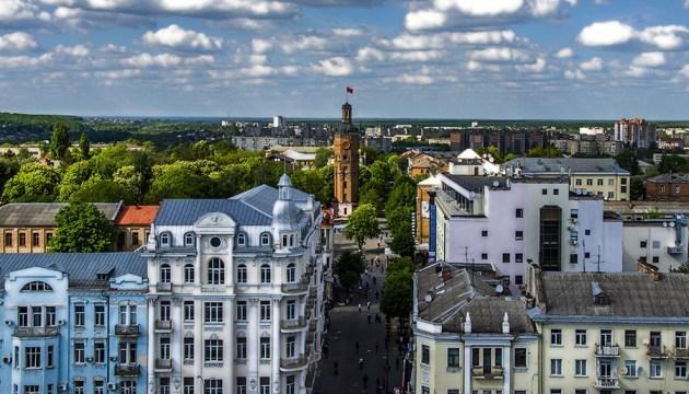 У Вінниці затвердили нові правила розміщення вивісок на будівлях у центрі міста
