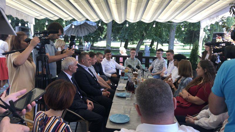 Очільник партії УСГ та мер Вінниці привітали вінницьких випускників, які здали ЗНО на 200 балів
