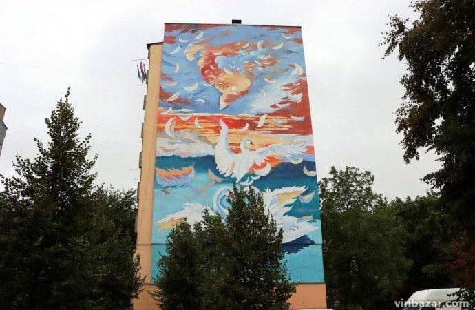 У Вінниці з'явився новий стінопис на дев'ятиповерхівці